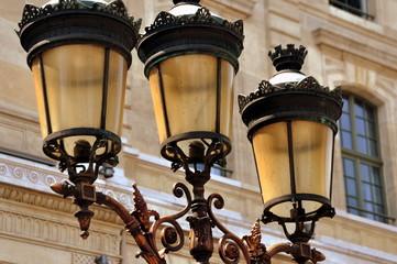 Paris - Antike Laternen vor dem Palais de la Cité, dem heutigen Justizpalast
