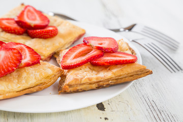 Cake of puff pastry with fresh strawberries
