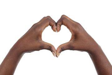 mains femme noire africaine mise en forme de coeur