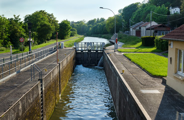 Schleuse am Saar-Kohle-Kanal bei Sarralbe - Canal des houillères de la Sarre