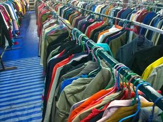 Foto op Plexiglas Paradijsvogel The Secondhand clothes in the market