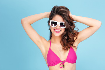 Portrait of a pretty young beach girl wearing sunglasses