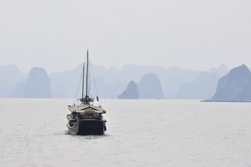 Halong Bay, UNESCO World Heritage Site, Vietnam, Indochina, Southeast Asia, Asia
