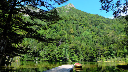 明神岳と明神池