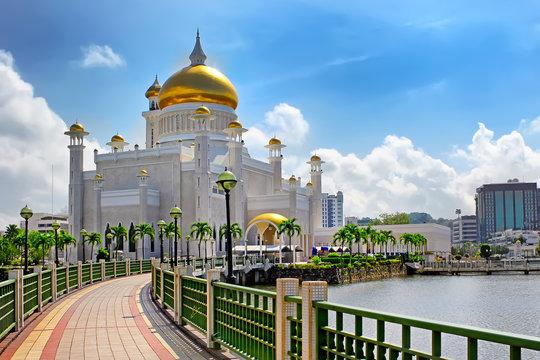 Sultan Omar Ali Saifuddin Mosque in Bandar Seri Begawan Brunei