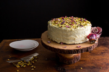 Cake with candied roses