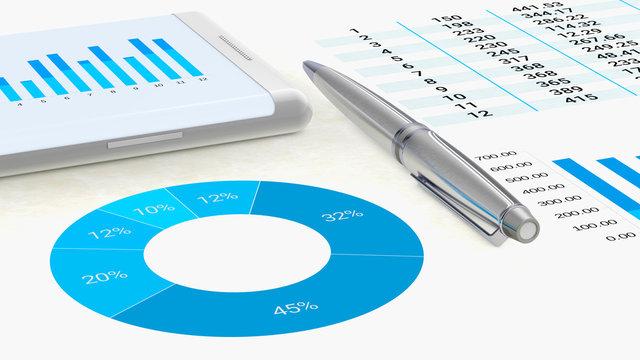 Vue rapprochée d'un espace de travail avec des graphiques sur une feuille de papier et un smartphone qui portent sur des données à analyser