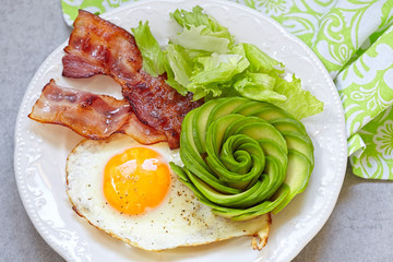 Fried Egg, Bacon and Avocado Rose for Breakfast