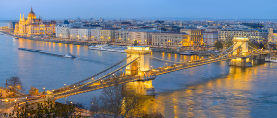 Fotomurales - Chain Bridge and Parliament building in Budapest