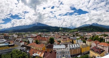 Panoramablick über die Dächer von Innsbruck, Österreich