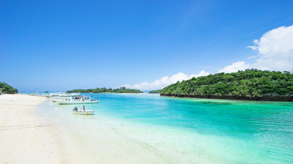 Foto auf Leinwand Tropical strand Tropical Japanese island beach with clear blue water, Ishigaki, Okinawa