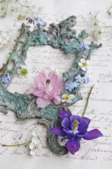 Wall Mural - Antiker Rahmen mit Blüten