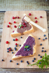 Sandwiches with cream honey, blueberries and cranberries