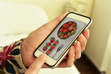 picture of a bowl with strawberries in a smartphone