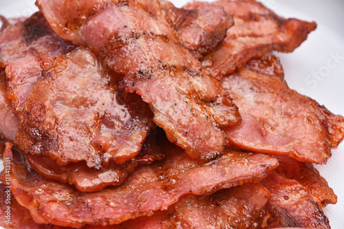 """Crispy fried bacon slices cooked on bbq grill"""" Imagens e fotos de ..."""