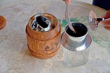 making vietnam hot coffee drip to glass