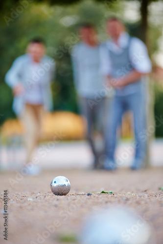 kugel beim spiel boule liegt im sand stockfotos und lizenzfreie bilder auf bild. Black Bedroom Furniture Sets. Home Design Ideas