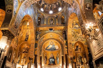 Spoed Fotobehang Palermo Interior of The Palatine Chapel with its golden mosaics, Palermo, Sicily, Italy