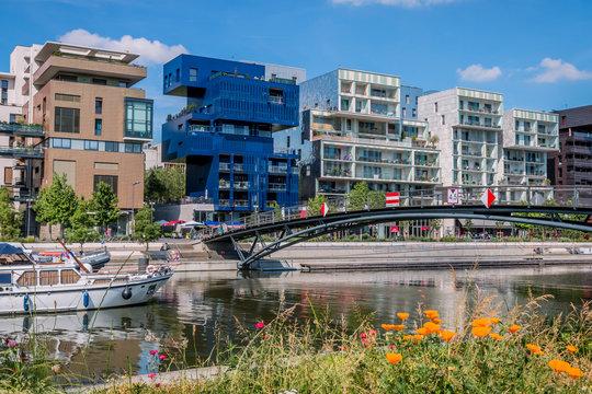 Les quais de la marina de confluence à Lyon