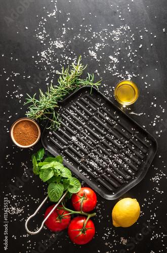 Piastra per cucinare alla griglia photo libre de droits - Piastra per cucinare ...