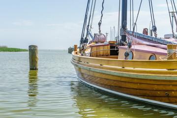 Zeesenboot im Hafen