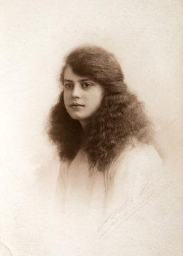 Beautiful english woman vintage portrait 1920th