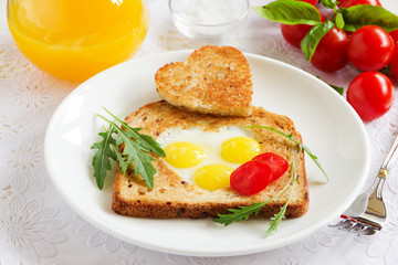 Toast with quail eggs. Snack on Valentine's Day.