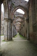 La meravigliosa abbazia di san Galgano alle porte della val d'orcia in Toscana