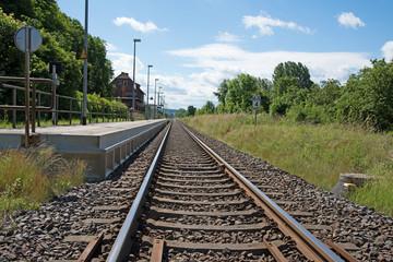 Bahnsteig, Bahngleis, Bahnsteigkante