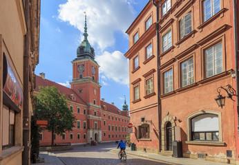 Warszawa, Stare Miasto. Widok Zamku Królewskiego z ulicy Świętojańskiej