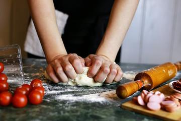 prepare pizza dough hand