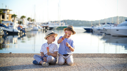 Poster Grocery children eating ice cream on the harbor on holiday in the sun