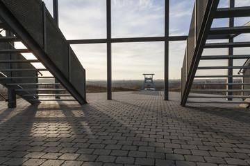 Blick auf Zeche Ewald in Herten durch die Aussichtsplattform auf der Halde Hoheward
