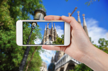 Taking photo of Sagrada Familia with a phone