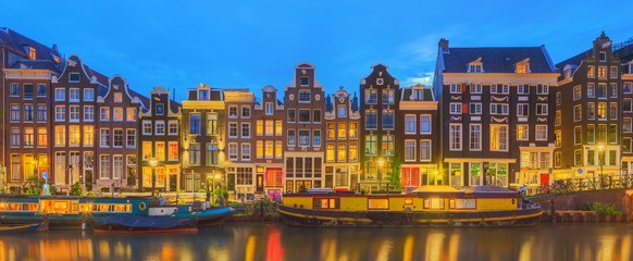 Papiers peints Amsterdam Amstel river, canals and night view of beautiful Amsterdam city. Netherlands.
