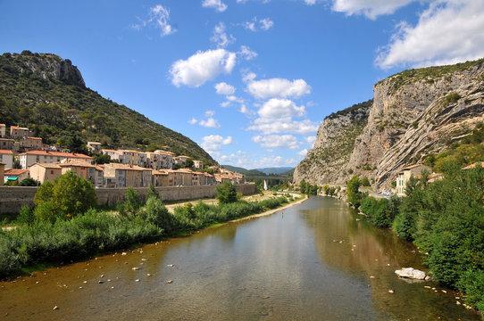 Le village d'Anduze en Cévennes, au bord du Gardon