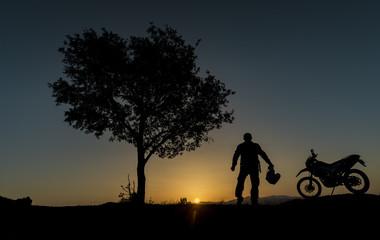 motorsiklet ile gündoğumu molası