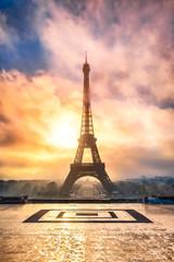 Wall Mural - Eiffelturm in Paris Frankreich bei Sonnenuntergang
