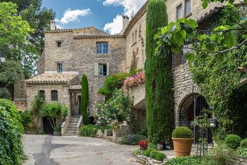 The hill top village of Goult in the Luberon Provence Fototapete