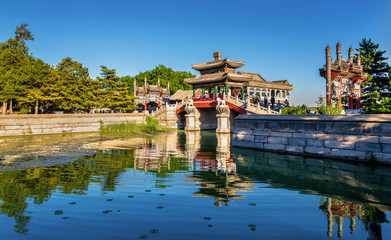 Fotorolgordijn Beijing Traditional chinese bridge at the Summer Palace in Beijing