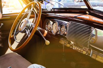 Tuinposter Vintage cars Interior of a classic vintage car with sun glare