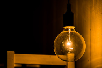 Electric retro light bulb decor