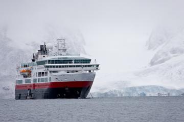 Cruiser in Raudfjorden, Northwestern part of Spitsbergen, Svalbard, Norway, Europe