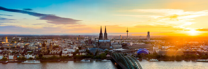 Köln Panorama bei Sonnenuntergang