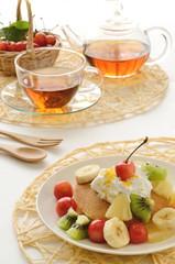 フルーツのパンケーキと紅茶