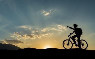 bisikletli adam silüeti