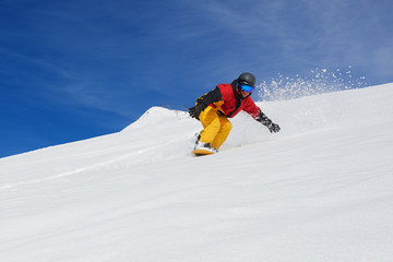 snowboarder very quickly goes down slope freerider