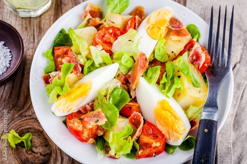"potato salad with eggs, lettuce, tomatoes and bacon"" Stock photo and ..."