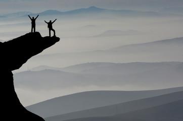 sisli dağların zirvesi&birlikte başarı mutluluğu