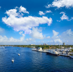 Fototapete - Fort Lauderdale Stranahan river at A1A Florida